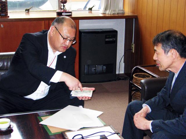 市長と佐藤勇三さん